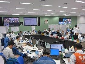 福島第1原発の重要免震棟。本店とのやり取りの開示が求められている(11年4月、東京電力撮影)