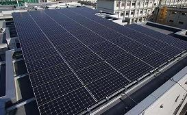 国民負担が大きいのは、太陽光発電の買い取り価格が高すぎるから?(写真は、ソーラーパネル)