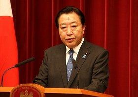 消費増税法案成立後に記者会見する野田佳彦首相