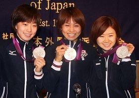 左から石川佳純選手、平野早矢香選手、福原愛選手