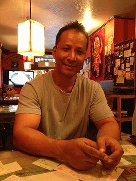 「ここだけは守っていきたい」と中板橋の本店で語るビカスさん