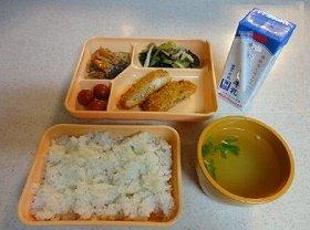 全ての市立中学に、全員給食を導入する(写真は、大阪市役所のホームページから)