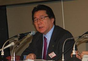 東京証券取引所で会見する日本航空(JAL)の植木義晴社長