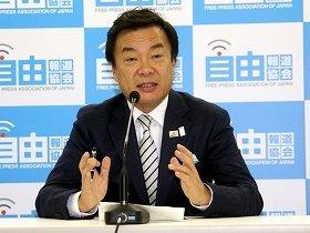 記者会見で自らの政策を述べる松沢成文前神奈川県知事