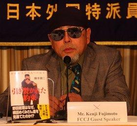 講演する藤本健二氏。藤本氏はロケット打ち上げには「反対」との立場だ