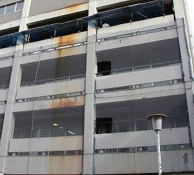 壁の一部はサビ色に染まる(2012年12月21日撮影)