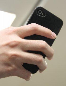 画像のような持ち方で、小指が変形する?(イメージ写真)