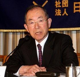 講演する丹羽宇一郎前駐中国大使。尖閣をめぐる紛争は「お休み」すべきだと主張した