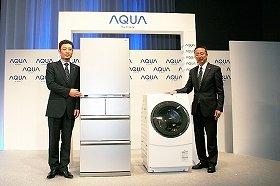 「AQUA」ブランドで日本の家電業界に「新風」を吹き込む(写真は、ハイアールアジアインターナショナルの杜鏡国社長(左)とハイアールアクアセールスの中川喜之社長)