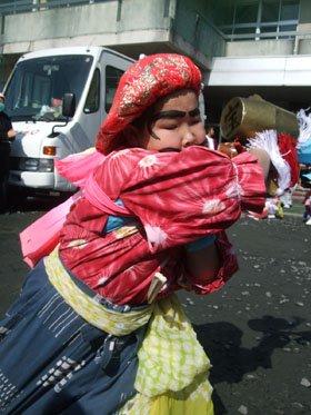 七福神を熱演する小学生=仮設団地広場で