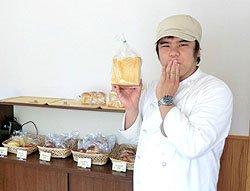 今日のおすすめのパンを教えてくれた障子上さん