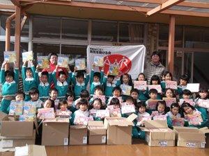 福島県相馬市のみどり幼稚園に、株式会社サンリオからご提供いただいたおもちゃをお届けしました。放射能の影響で屋外遊びに制限がある福島ではとくに、室内で遊べるおもちゃが喜ばれています(2012年1月13日)
