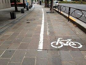 自転車通行可の歩道(東京都千代田区)