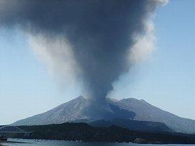 桜島噴火でも九州新幹線はほとんど遅れなかった