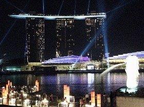 シンガポールではカジノの登場で観光収入が大幅に増えた(写真はマリーナ・ベイ・サンズ)