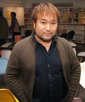 「これまでのイベントスペースから、僕にとって良いところを集めたのがゲンロンカフェ」と語る東浩紀氏。ちなみにイベント終了後なのでちょっとほろ酔い加減(2月21日撮影)