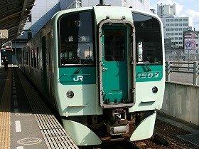 電車を気動車に変更する異例のコスト削減策も検討されるという