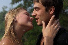 男女の友人間でのキスはアリなのか!?