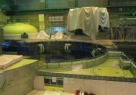 原子炉建屋の内部。格納容器の「ふた」が取り外された状態だった