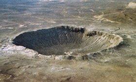 隕石による影響の一例、米アリゾナ州の「バリンジャー・クレーター」。5万年前、20~30メートルの隕石が衝突し生まれたと見られる。クレーターの直径は1.2キロ