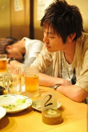 飲み会断るのは「あなたと話すことに3000円の価値ないというのと同じ」?(イメージ写真)