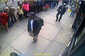 FBIがウェブサイトで公開した容疑者2人の画像