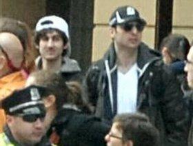 FBIが公開していた容疑者兄弟の写真。向かって右がタメルラン容疑者、左がジョハル容疑者