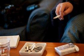 喫煙者を採用しない企業が増えている!