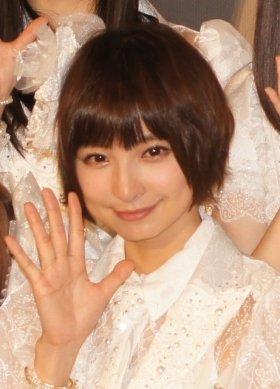 篠田麻里子さん。十分痩せて見えるが…(13年2月撮影)