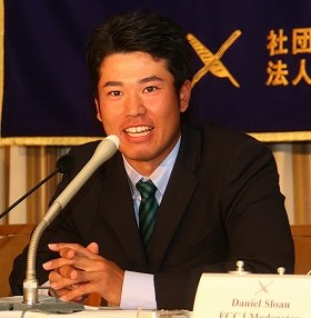 日本外国特派員協会で会見する松山英樹選手