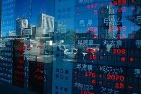 株価は1日に350~1000円超の幅で変動している。