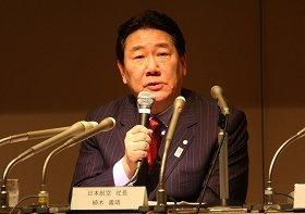 記者会見に臨む日本航空の植木義晴社長