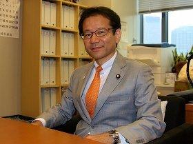 「ネットの登場で『ロングテール』のニーズを拾える」と話す鈴木寛参院議員