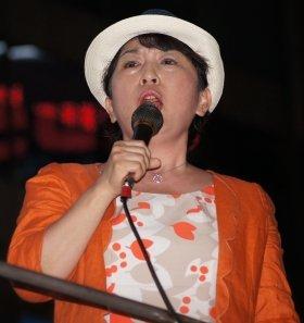 まだまだ街頭で元気な姿が見られそうだ(11年9月、新宿駅前の脱原発デモで演説する様子)