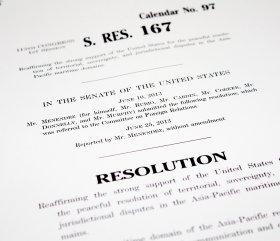 上院に提出された「対中非難」決議案。中国側は反発を強めている