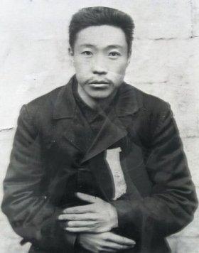 韓国側からは安重根の肖像も掲げられた。安重根は、伊藤博文を暗殺したことで知られる人物だ