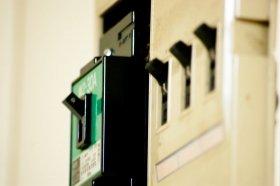 電気を極力使わない「5アンペア生活」。あなたはどう思う?(イメージ)