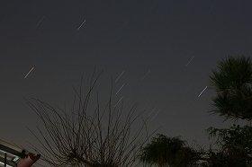 美しい星空を切り裂くように隕石が落ちてきたら……