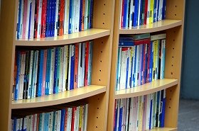 書棚に自分の著作が並ぶのは喜ばしいが…