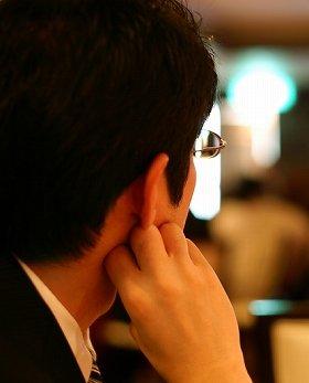 男も眉を整えるべきなのか(画像は、イメージ)