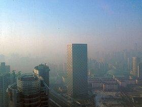 中国全土をPM2.5が覆いはじめた(写真は2013年2月、上海)