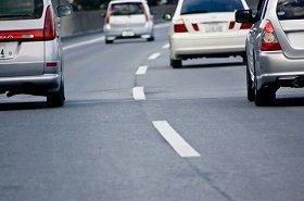 高速道路の追い越し車線での事故は対処方法も難しい…