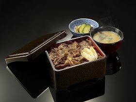 国会内の店舗だけで販売が始まった「牛重」(吉野家提供)。お新香とみそ汁がついて1200円だ