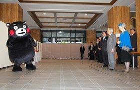 天皇皇后両陛下と対面するくまモン(画像提供:熊本県)