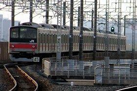 りんかい線と京葉線は新木場駅で乗り換える必要がある(写真は京葉線)
