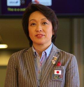都知事候補として急浮上している橋本聖子氏。12年のロンドン五輪では日本選手団の副団長を務めた(12年7月、成田空港で)