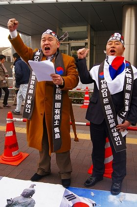 韓国をめぐる話題がクローズアップされた2013年。さて、来年は…?(「竹島の日」反対のため来日した韓国の市民団体。2月撮影)