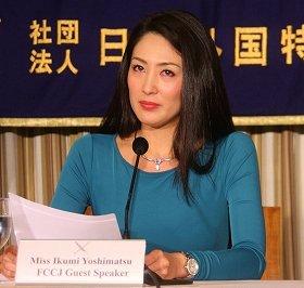 日本外国特派員協会で会見する吉松育美さん。国内メディアはほとんど報じなかった