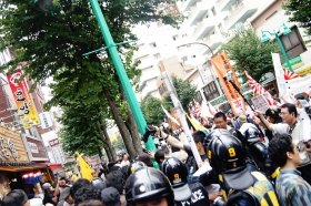 「嫌韓デモ」と抗議集団(カウンター)の攻防が相次いだ東京・新大久保(9月撮影)