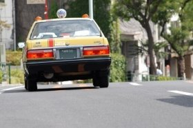 タクシー会社は女性運転手を増やして、きめ細かなサービスを提供するという。